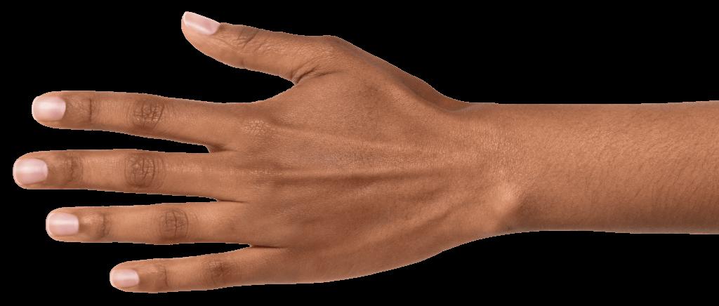 Dunkelhäutige Hand mit gesunden Fingernägeln