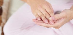 Das bedeuten Rillen auf den Fingernägeln